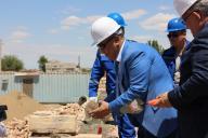 Начало строительства микрорайона на левом берегу Сырдарьи.